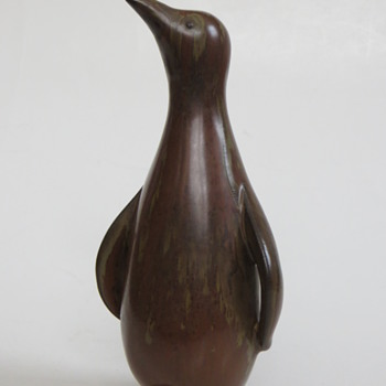 Before I go, Gunnar Nylund's Penguin, another of the afternoon's joys! - Art Pottery
