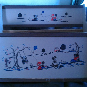 Adorable Vintage Toy Box