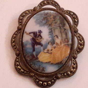 1940s or 30s Costume ceramic brooch