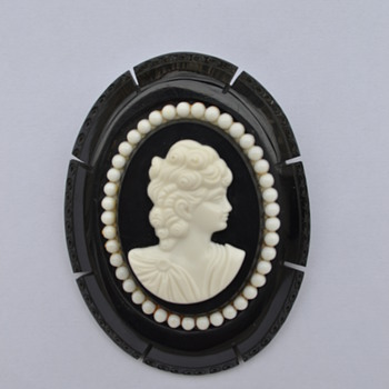 Bakelite & Celluloid Cameo Pin / Brooch - 1940's - Art Deco