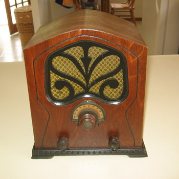 Vintage Unknown Wood Mini Cathedral Pee Wee Tube Radio 1932 - Radios