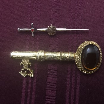 Sword and key brooches - Costume Jewelry