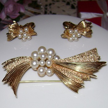 Crown Trifari Brooch with Earrings - Costume Jewelry