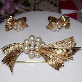 Crown Trifari Brooch with Earrings