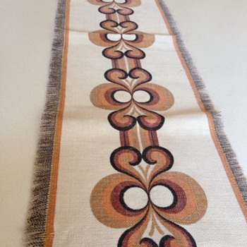 Retro table runner