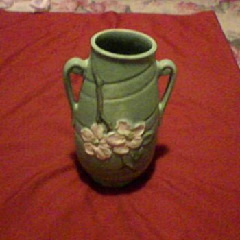A WELLER VASE - Art Pottery