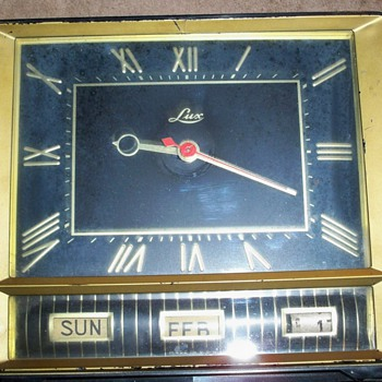 Lux Vintage Clock - Clocks