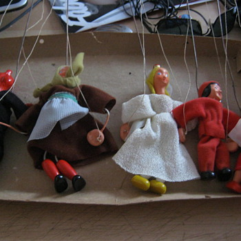 12 old pre 1950s i think  puppet need to id them  - Toys