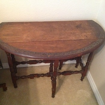 Antique gate leg side table
