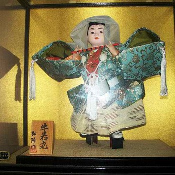 Yoshitsune Disguised as a Woman - Dolls