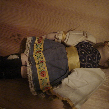 Interesting (Dutch?) Doll - Dolls
