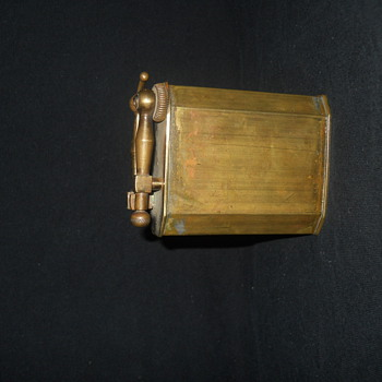 brass arm flint vintage lighter - Tobacciana