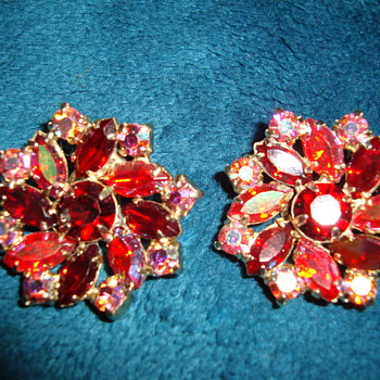 Clip On Earrings-Garne - Costume Jewelry