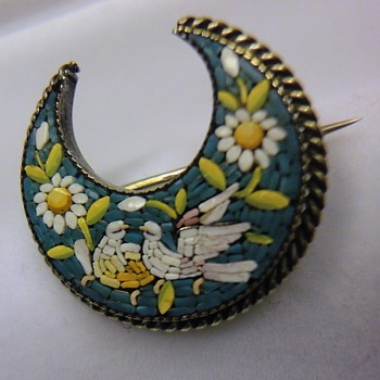Micro Mosaic crescent moon dove brooch - Fine Jewelry
