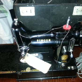 PORTABLE SINGER SEWING MACHINE - Sewing