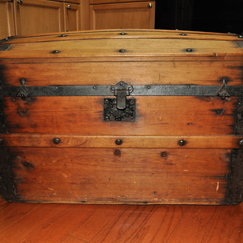 Pre-Civil War Trunk ...probably :) - Furniture