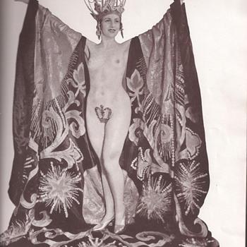 Folies Bergere 1935/Femmes En Folie - Paper