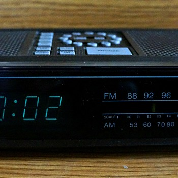 Toshiba RC-K4 AM/FM Clock Radio - Clocks