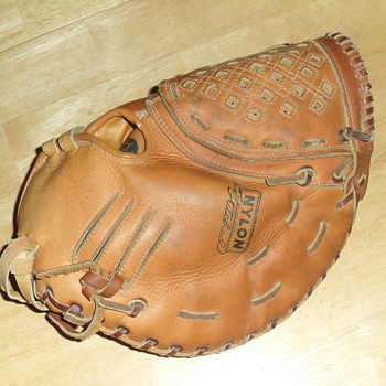 Curious about an older left-handed firstbase mitt... - Baseball