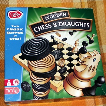 1977-chad valley board games-chess/draughts-wooden set. - Games