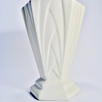 ART DECO CZECHOSLOVAKIA POTTERY VASE  - Art Deco