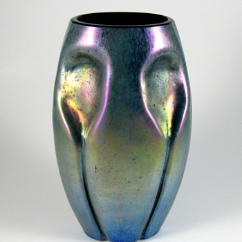 Kralik? Silberiris cobalt ground vase