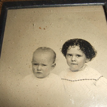 "Ambrotype of children in ""Eagle and Shield"" case"