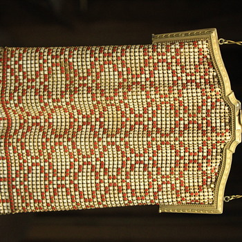 need help to identify this beaded purse