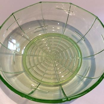 19 1/2cm x 6cm vintage green bowl