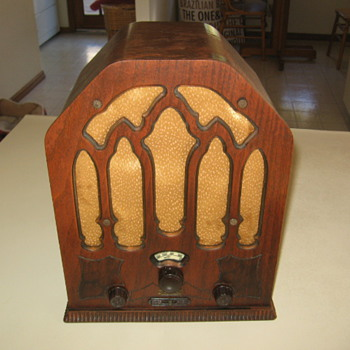  Vintage Cathedral Remler Tube Radio Model 21-3 - Radios