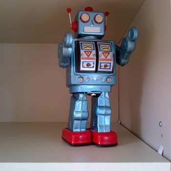 1960 tin robot made in Japan.