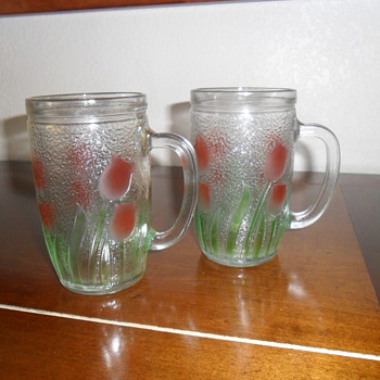Fun vintage glass mugs...TULIPS!