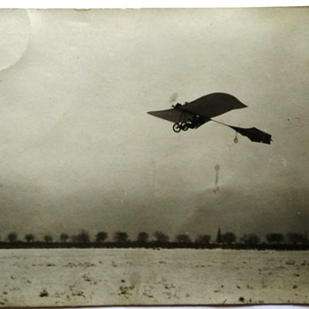 Is this is Bleriot airplan on the postcard ? any other information ?
