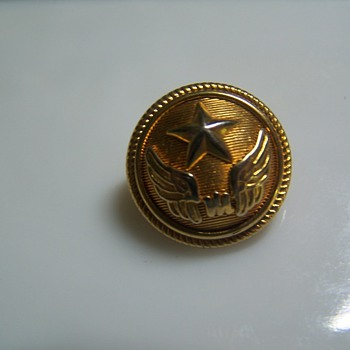 Button with star &amp; wings