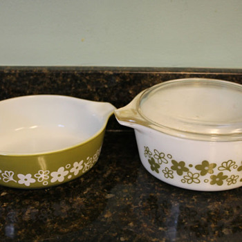 2  Vintage Pyrex Crazy Daisy Casseroles - Kitchen