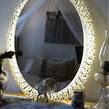 Vintage mirror with fluorescent lighting