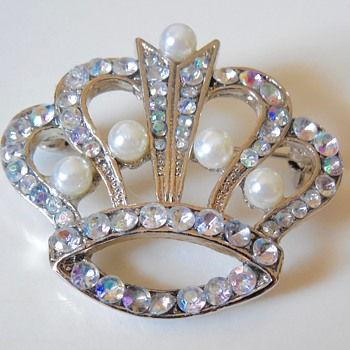 Crown Brooch, unmarked