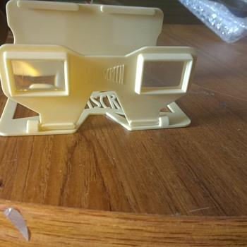 An Original Vistascreen foldable twin view square viewers in plastic ivory