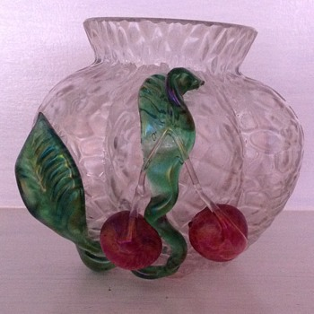 Kralik martele glass vase with applied cherries