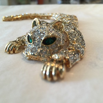 Leopard Shoulder Brooch - Costume Jewelry