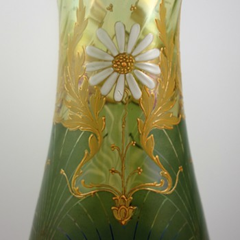 Harrach Neuwelt Art Nouveau Enameled glass vase, ca. 1901 - Art Glass