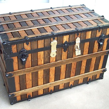 A large alternating Slat Trunk, Martin Maier?   - Furniture