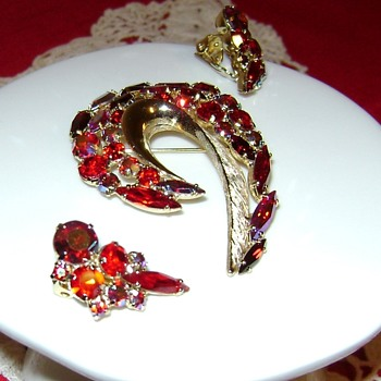 Juliana Brooch Set - Costume Jewelry