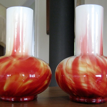 A PAIR OF HARRACH CARNEOL MARBLED/MARMORIERTE  VASES - Art Glass