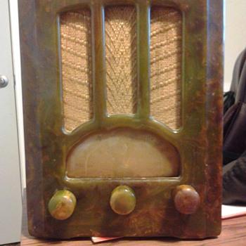 "Emerson AU-190 Marbleized Green ""Tombstone"" Radio"