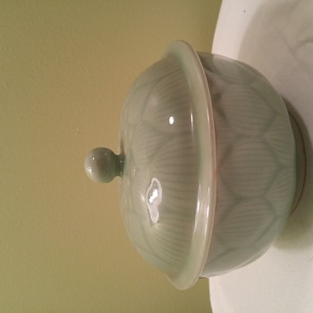 Unsolved Unidentified Light Green Jade? Chinese Sugar bowl with lid?