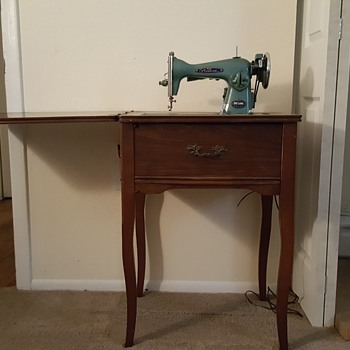 1954 modern de luxe sewing machine with table