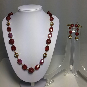 Need your help identifying this jewelry set necklace and earrings  - Costume Jewelry