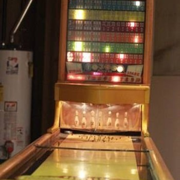 1952 Chicago Coin Shuffle Bowler - Coin Operated