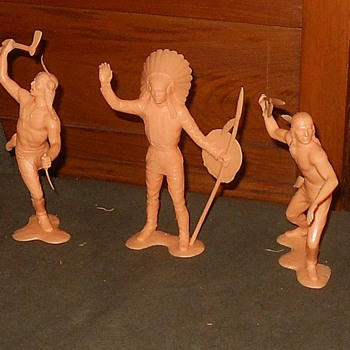 "Marx 6"" Indian Plastic Figures 1964 - Toys"